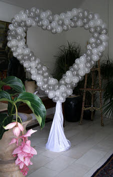 versieren zaal bruiloft met ballon
